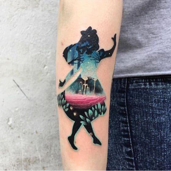 tatuagem moderna Alice no País das Maravilhas