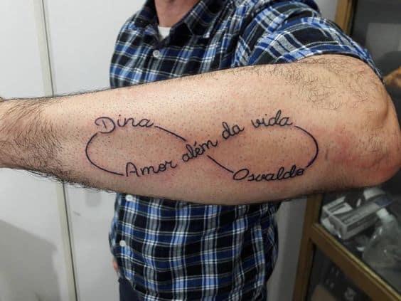 tatuagem símbolo do infinito com nome dos pais