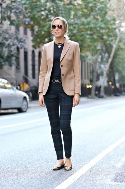 como usar blazer feminino na cor cáqui