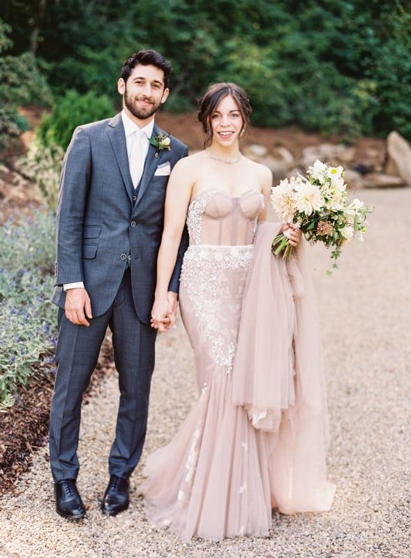 noiva com vestido sereia rosa antigo