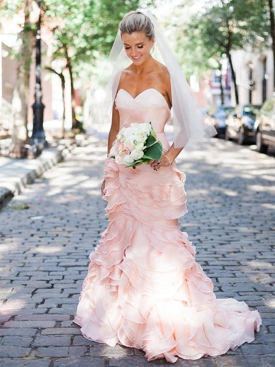 vestido de noiva moderno rosa claro