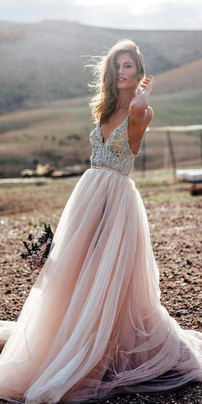 vestido de noiva com saia de tule rosa e bordado