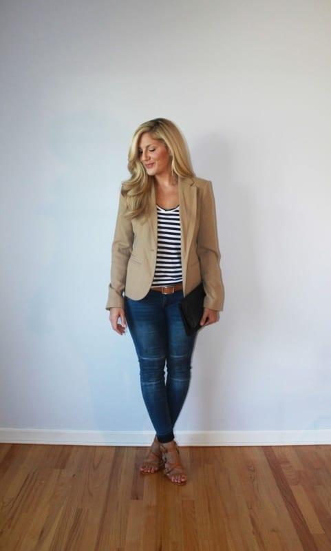 look com blazer cáqui e calça jeans