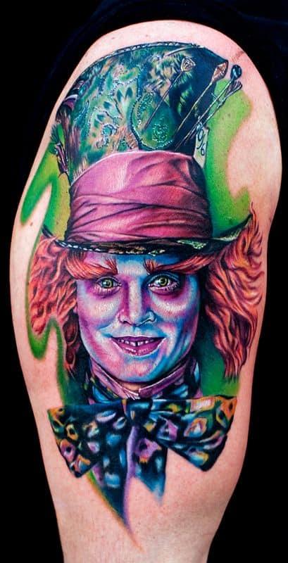 tatuagem grande do Chapeleiro Maluco de Alice no País das Maravilhas