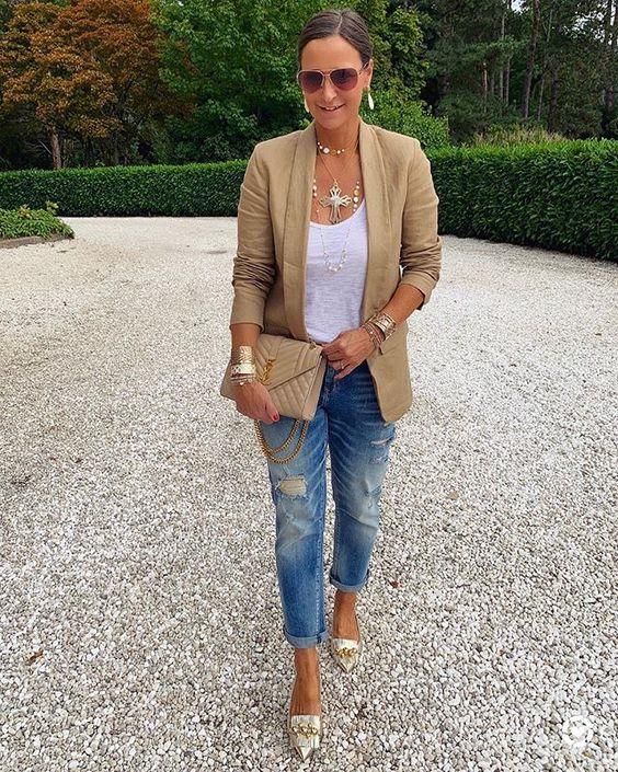 look com jeans e blazer cáqui
