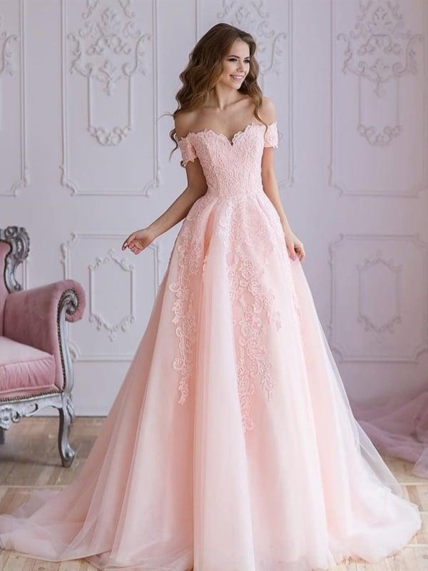 vestido de noiva rosa bebê com decote ombro a ombro
