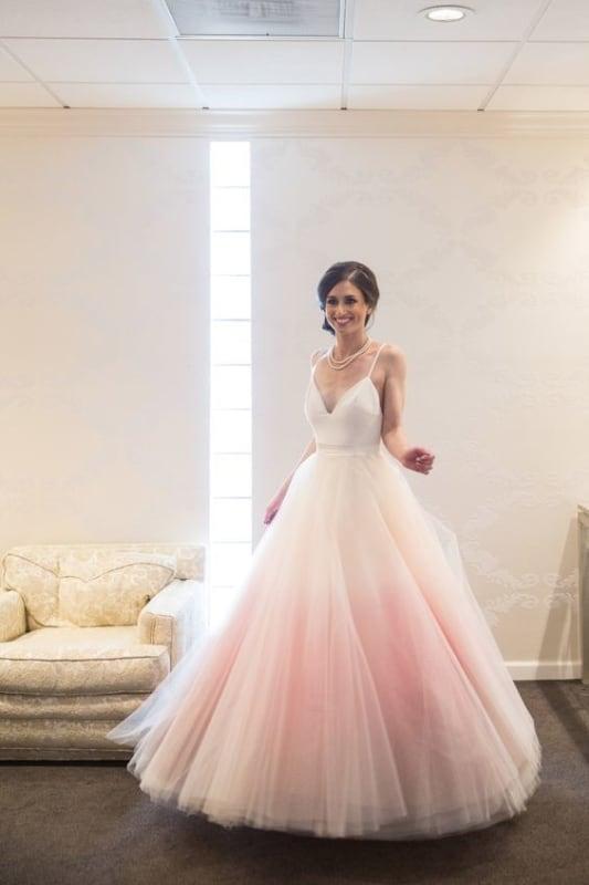 vestido de noiva degradê rosa e branco