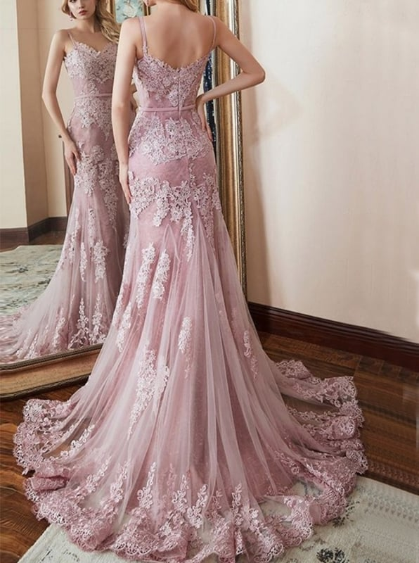 vestido de noiva com renda rosa