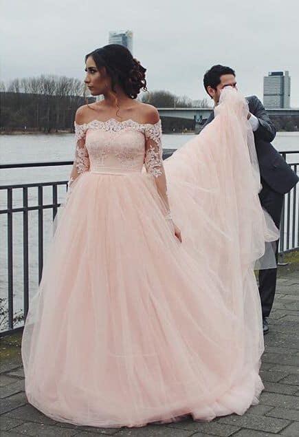 vestido de noiva rosa claro com renda branca