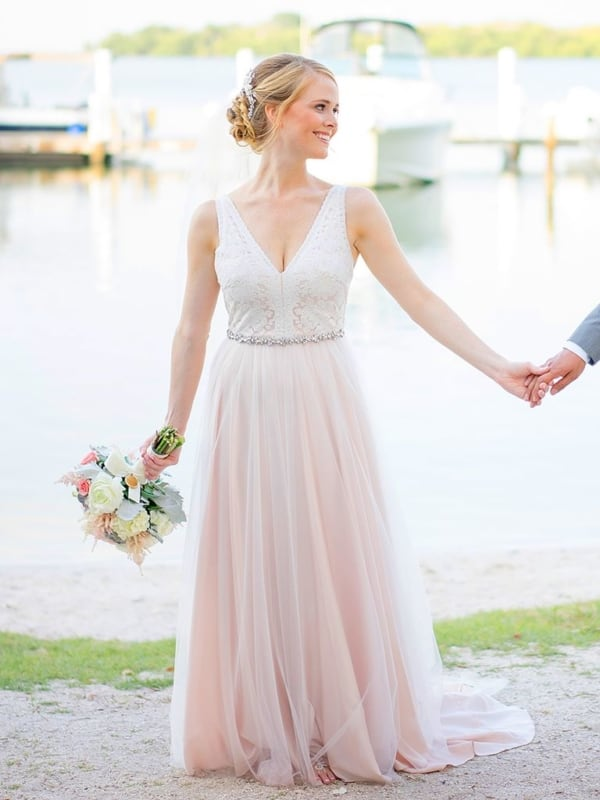 vestido de noiva branco e rosa simples