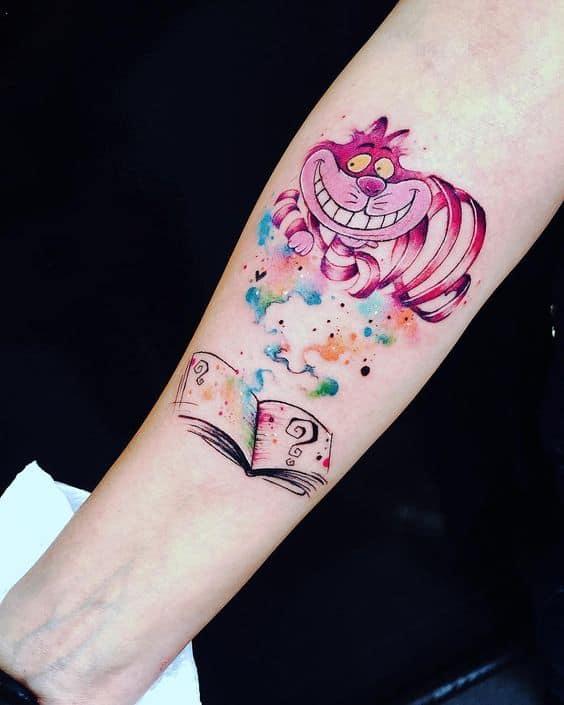 tattoo gato de Alice no País das Maravilhas com aquarela