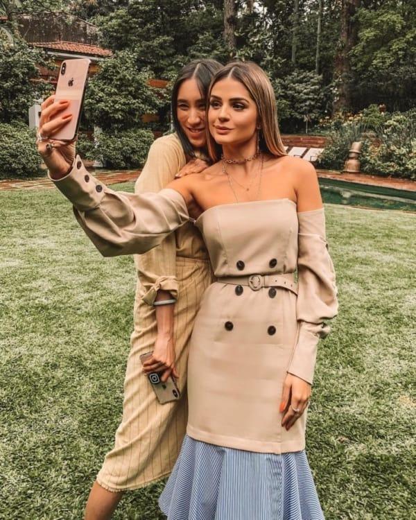 look moderno com vestido na cor cáqui