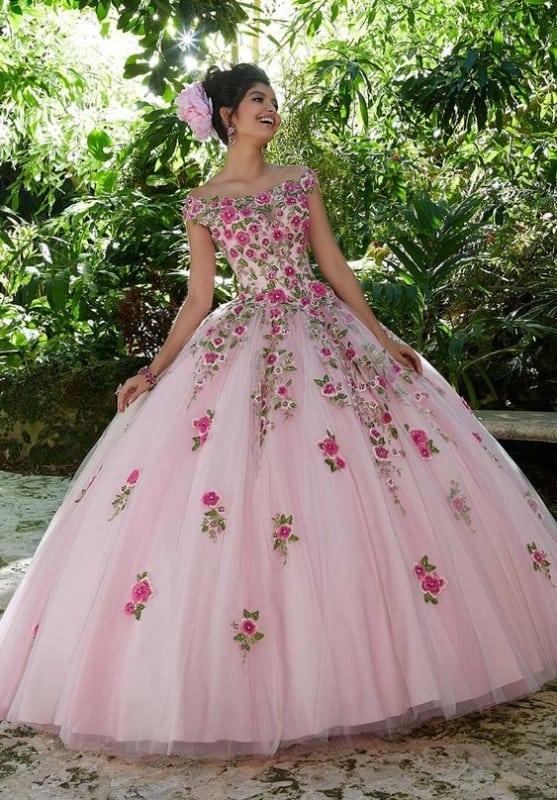 vestido de noiva rodado rosa bebê com flores
