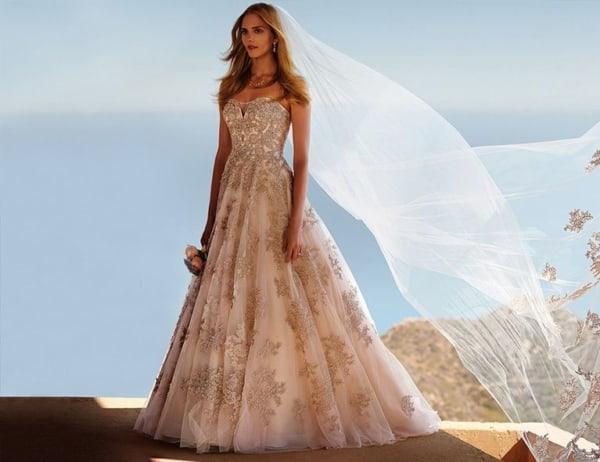 vestido de noiva rosé gold com saia rodada