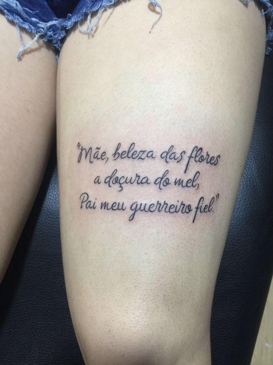 tatuagem feminina na perna para pai e mãe