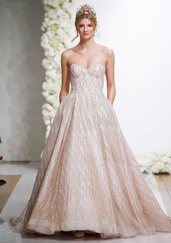 vestido de noiva bordado em rosé gold
