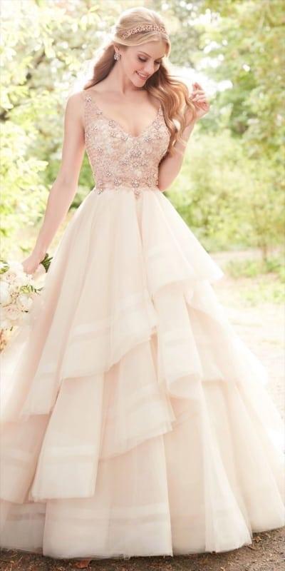vestido de noiva rosé gold com saia rodada e bordado