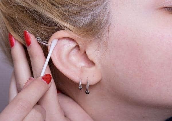 cuidados com furos na orelha