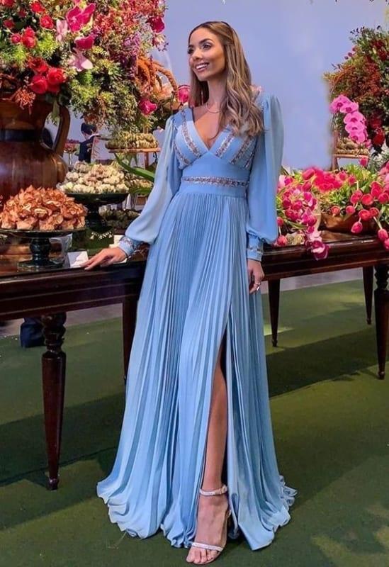 vestido de madrinha de casamento azul serenity com saia plissada