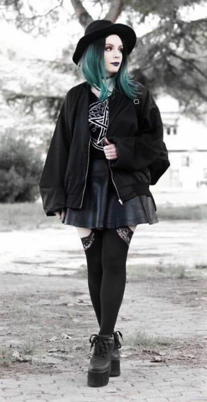 look gotico com saia e jaqueta