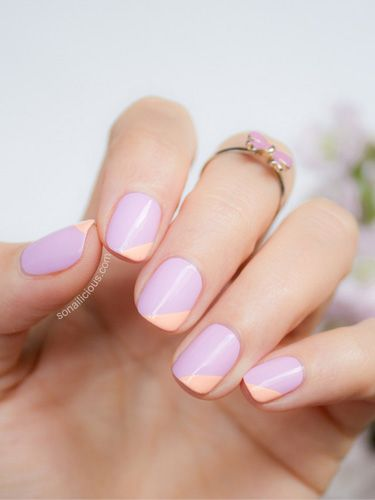 unha curta com nail art lilas