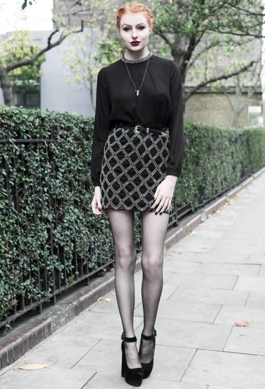 look gotico chique com saia