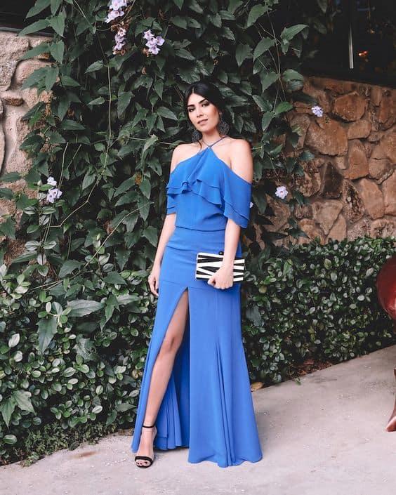 vestido de madrinha azul com fenda