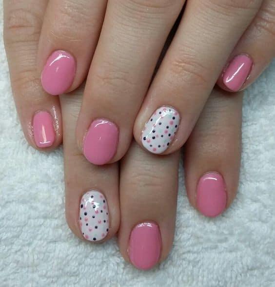 unhas curtas e redondas com nail art