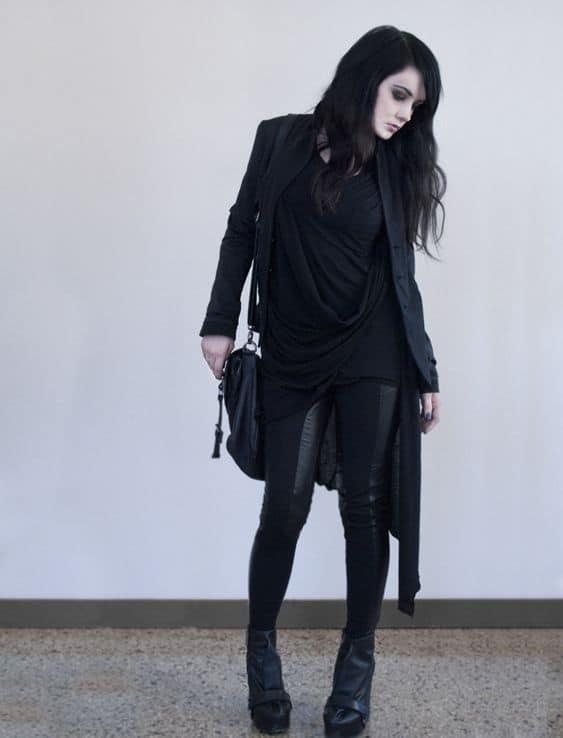 look gotico com calca e casaco