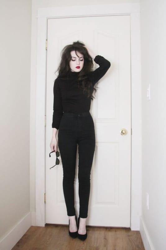 look gotico com calca e blusa de frio