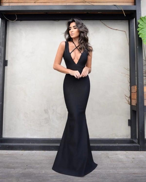 madrinha de casamento com vestido sereia preto