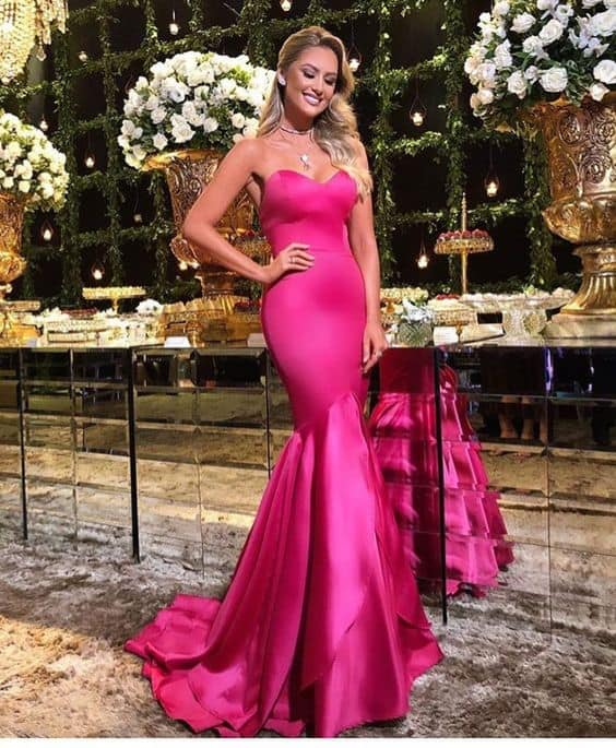 madrinha de casamento com vestido sereia pink