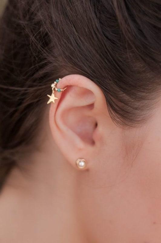 orelha com 1 furo e furo na cartilagem