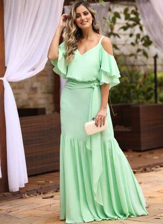 madrinha de casamento com vestido pastel em verde