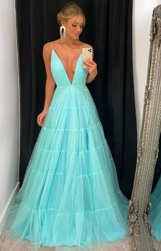 madrinha de casamento com vestido azul tiffany rodado
