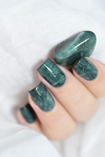 unhas quadradas decoradas com esmalte verde