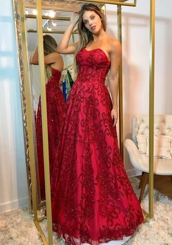 vestido vermelho bordado com decote tomara que caia para madrinha de casamento