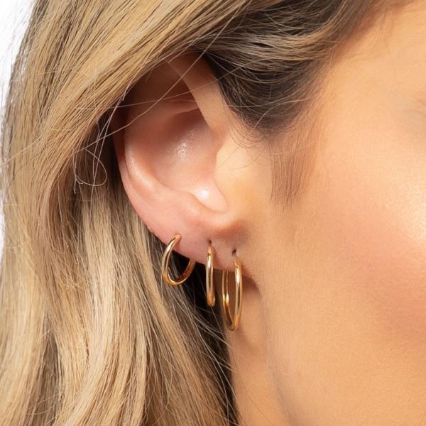 orelha com 3 furos e argolas medias