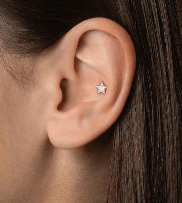 furo na parte interna da orelha
