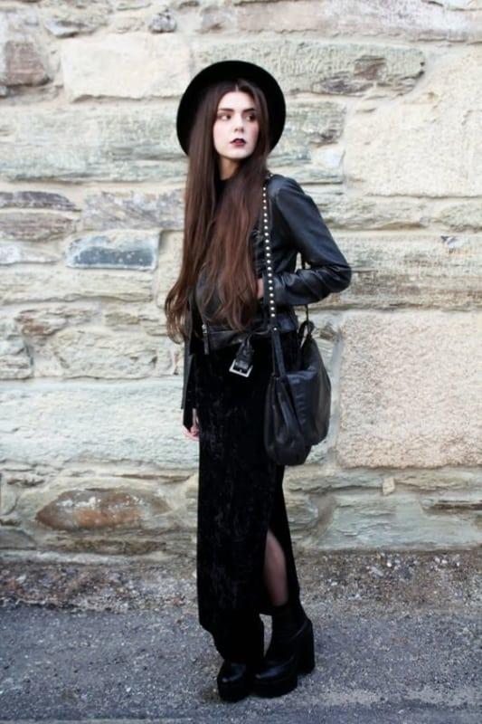 look gotico com vestido de veludo e chapeu