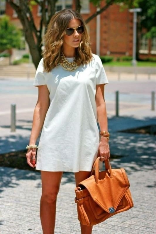 look com vestido branco de manga curta