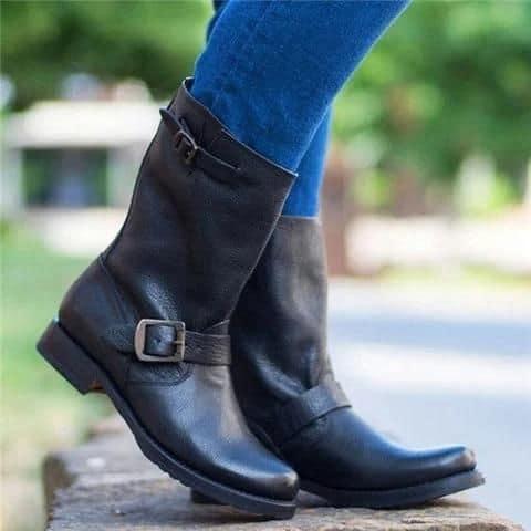 bota feminina de couro com fivelas
