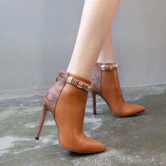 bota de couro de cobra marrom