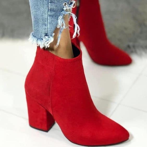 bota de suede vermelho com salto baixo