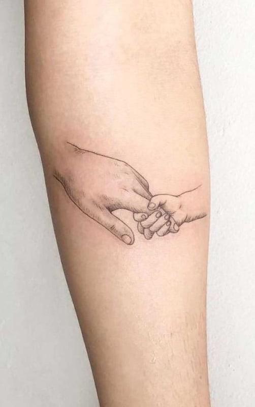 tattoo delicada de pai e filho