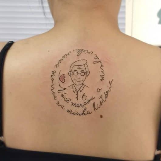 tatuagem nas costas em homenagem a pai falecido