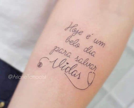 tatuagem com frase para medicina