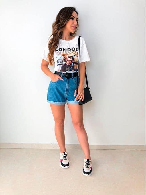 look com short mom jeans e camiseta estampada