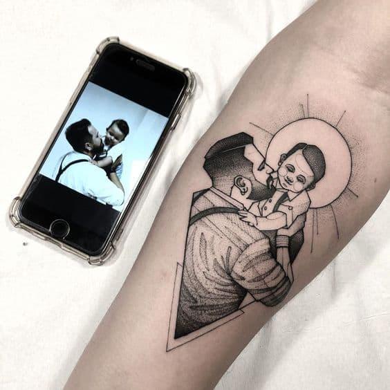 tatuagem de pai e filho com reproducao de foto