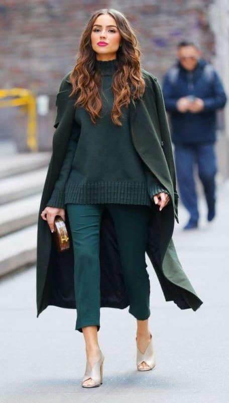 look monocromatico verde escuro